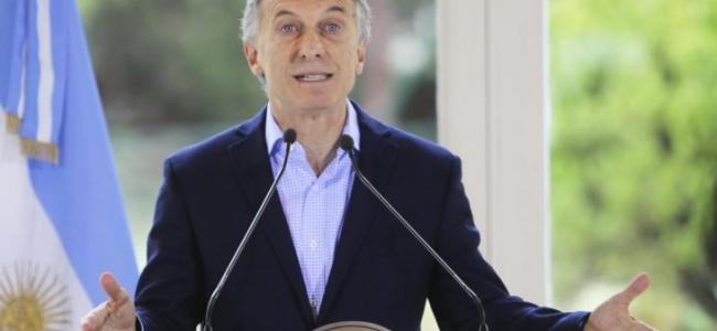 Macri anunció medidas para trabajadores y pymes: cambia Ganancias, sube salario mínimo, da bonos y congela naftas