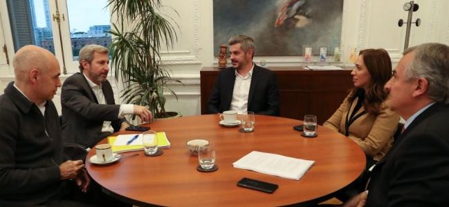 Reunión de la mesa chica antes de la conferencia de Macri