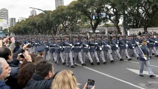 Más de seis mil militares y una veintena de aviones desfilarán por el aniversario del 25 de Mayo