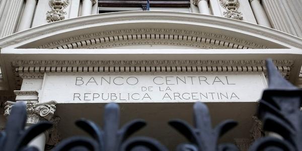 El Banco Central no quiere un dólar por debajo de 38 pesos