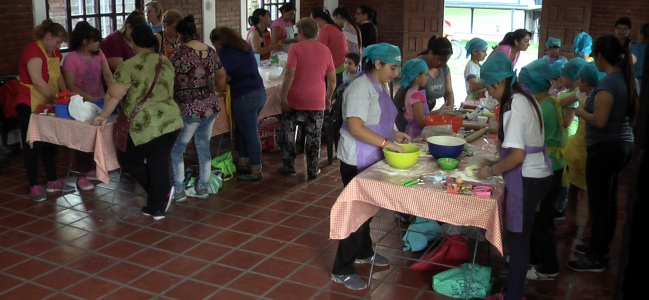 San Antonio: Cocineras y Cocineritos con las manos en la masa por el Día de la Tradición