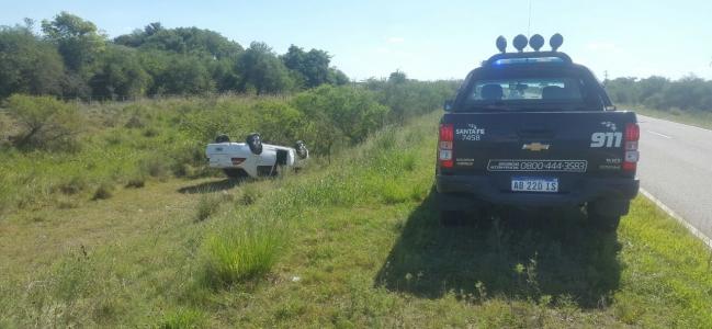 Vuelco de Automóvil en Ruta 100 S  Ocurrió en la tarde de este Viernes