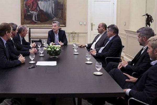 macri con los gobernadores peronistas 339443