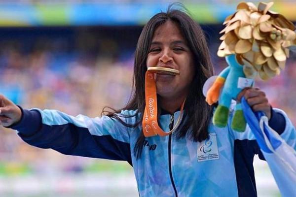 Yanina Martínez, con su medalla de oro.