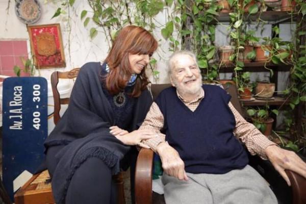 Cristina visitó a Osvaldo Bayer en
