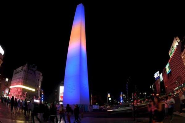 El Obelisco se vestirá de azul y amarillo durante la noche.