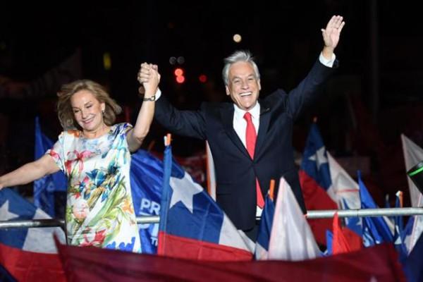 El mandatario electo junto a la primera dama Cecilia Morel.