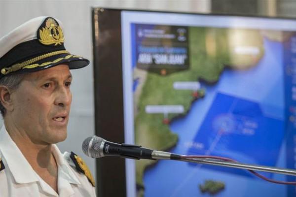 La Armada Argentina informó que durante el fin de semana se registraron olas de cinco metros y vientos con ráfagas de 75 kilómetros por hora en la zona de búsqueda.