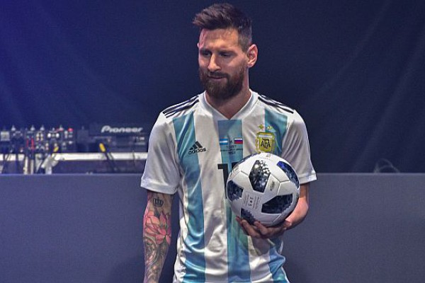 Resultado de imagen para Con Messi como figura estelar, presentaron la pelota del Mundial de Rusia
