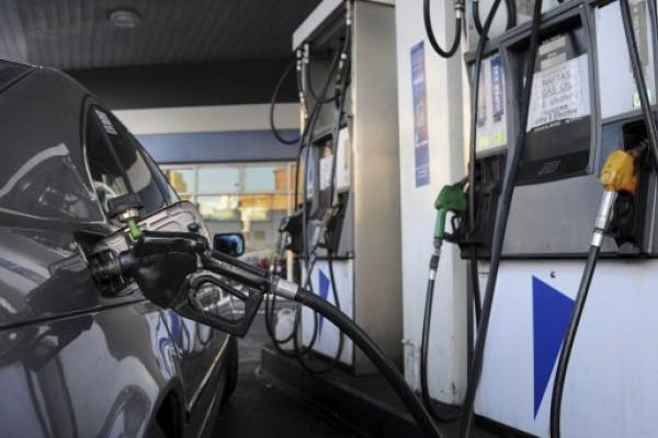 Negocian una nueva suba para los combustibles