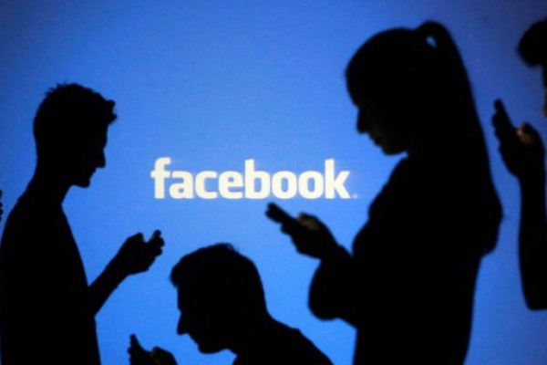 Ofrecen títulos secundarios por dinero en Facebook