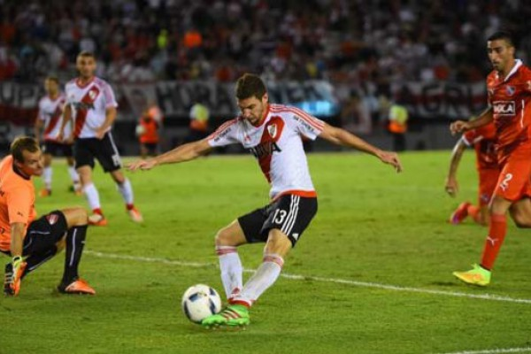 Alario mostró toda su frialdad para definir y River le ganó al Rojo