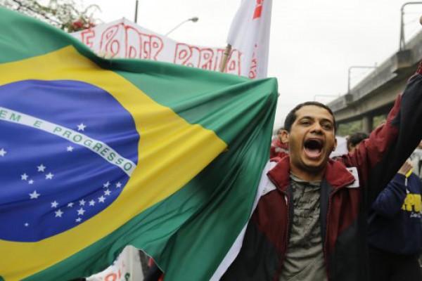 Multitudinarias marchas en Brasil contra Rousseff