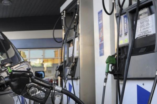 Aseguran que cayó un 28% la venta de combustibles