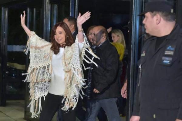 Cristina volvió y la recibió una multitud