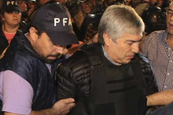 Lázaro Báez seguirá preso y hoy volverá a declarar
