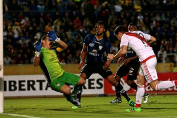 Un River sin altura perdió en Quito y se complicó en la Copa