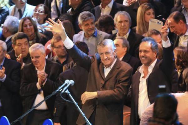Gioja y Scioli asumieron al frente del PJ y le pegaron a Macri