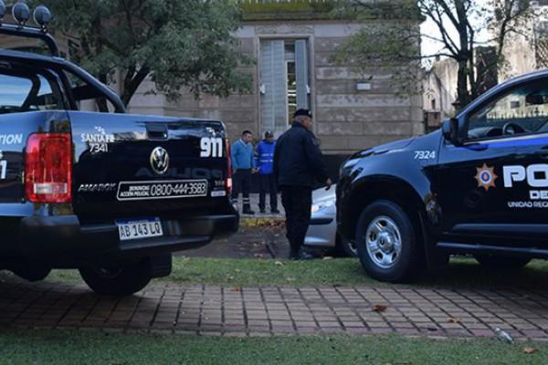 Detuvieron a cuatro policías en Santa Fe y los investigan por el robo de varias casas