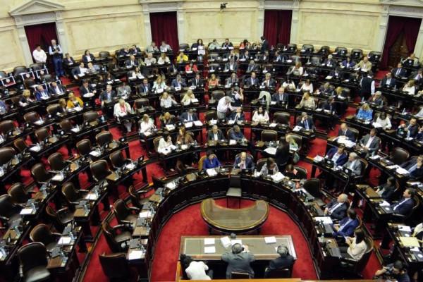 Los legisladores debaten el proyecto de ley que propone cambiar la fórmula de cálculo de las jubilaciones (Télam/Archivo).