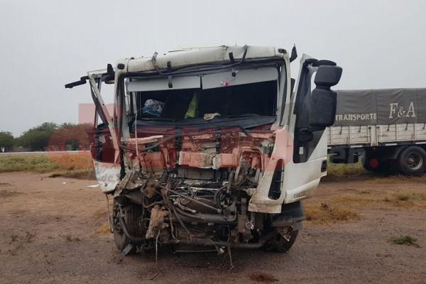 Ruta 34: Violento choque de camiones dejó un muerto y un herido grave