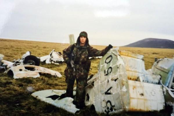 El avión de Volponi, un Mirage V-Dagger.3, fue derribado sin eyección en la Bahía Horseshoe por un Harrier Sidewinder AIM-9.